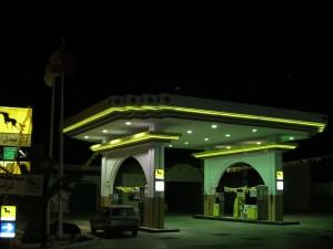 Facade de station AGIL en néon souflée